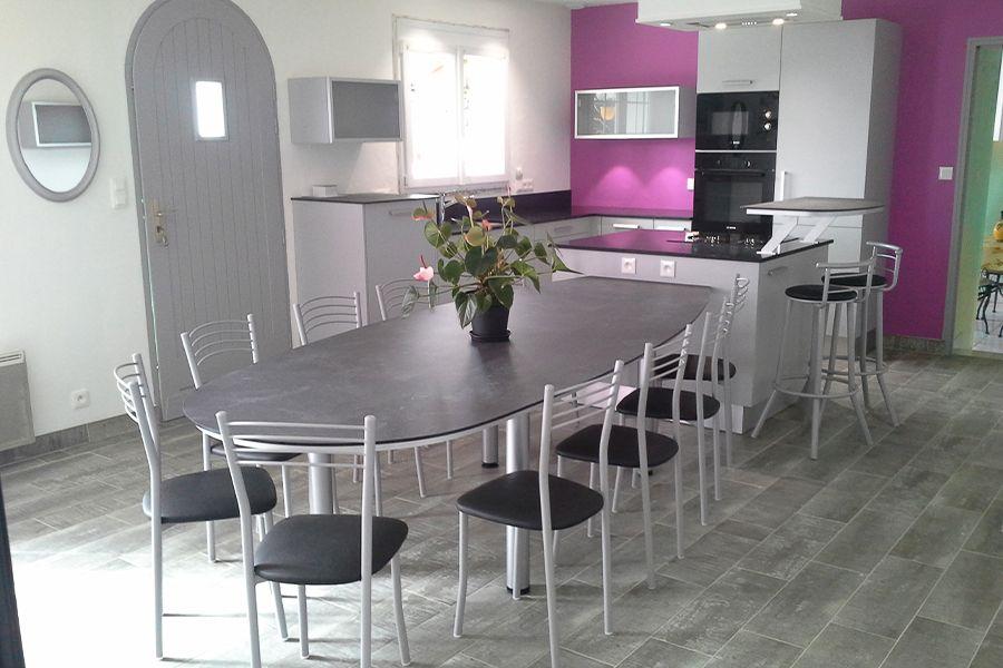 cuisine-avec-grande-table